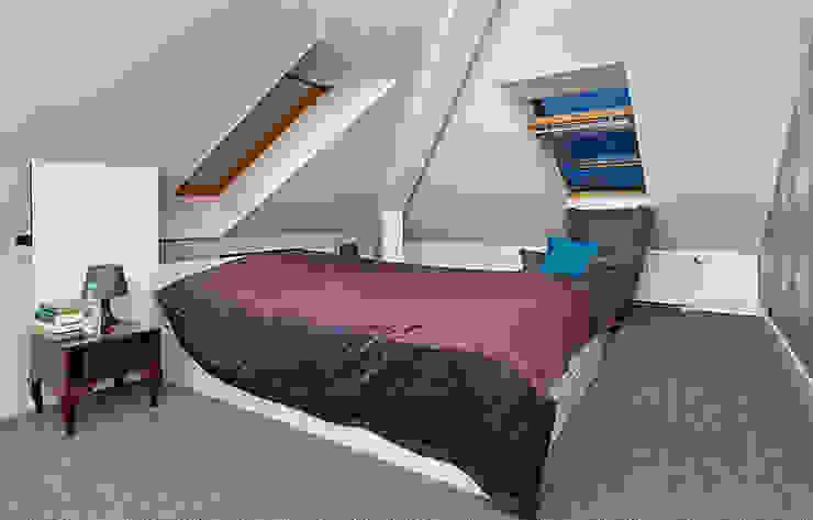 Mieszkanie w męskim wydaniu Nowoczesna sypialnia od RED design Nowoczesny