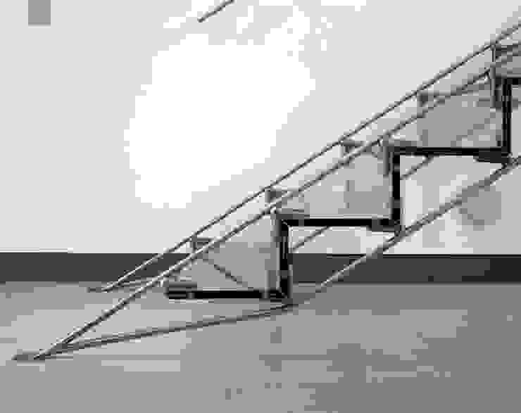 The Lowe Apartment od reForm Architects Minimalistyczny