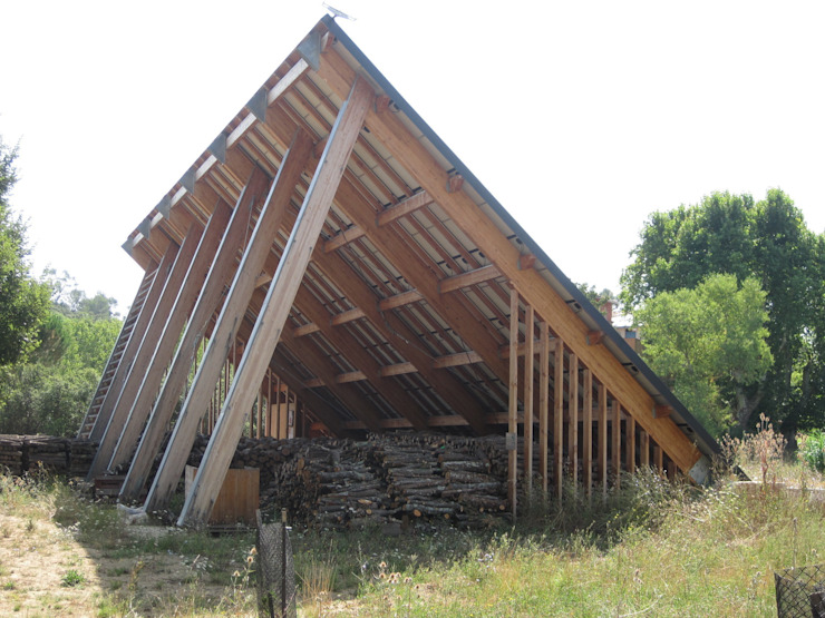 CHAMBRES D HOTES D EXCEPTION EN PAYS VAROIS Garage / Hangar originaux par cecile Aubert architecte dplg Éclectique