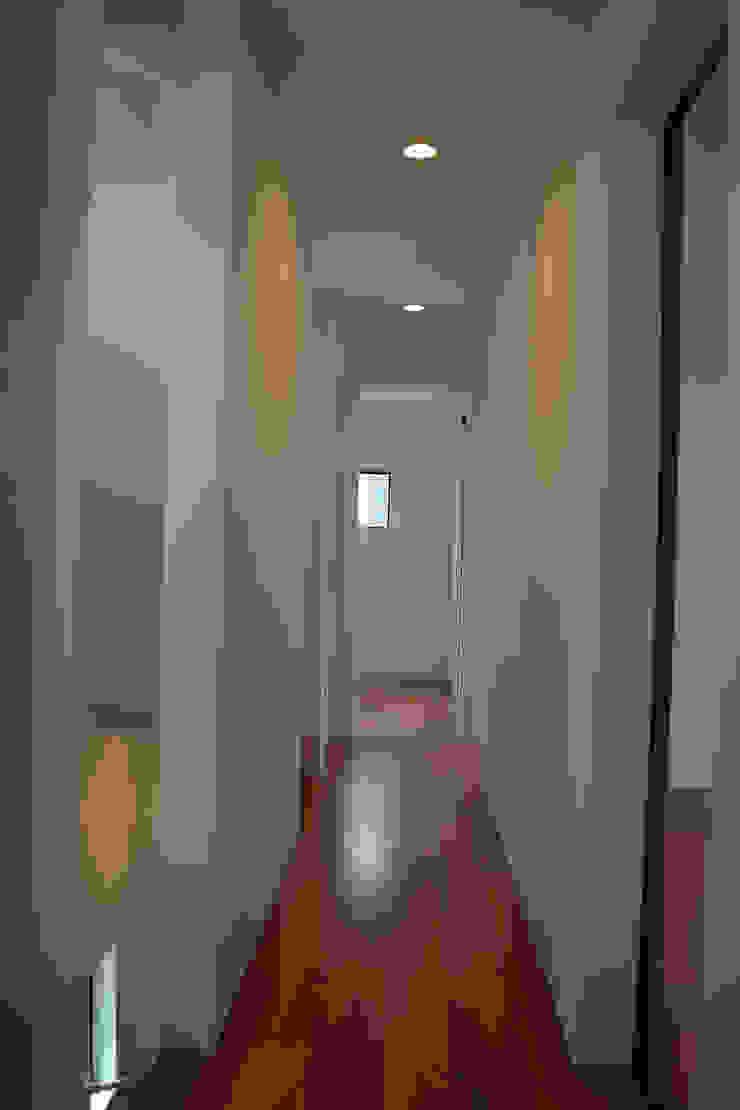廊下 モダンスタイルの 玄関&廊下&階段 の uedA一級建築士事務所 モダン