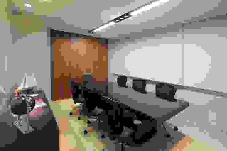 Sala Reunião Lojas & Imóveis comerciais ecléticos por Camila Tannous Arquitetura & Interiores Eclético