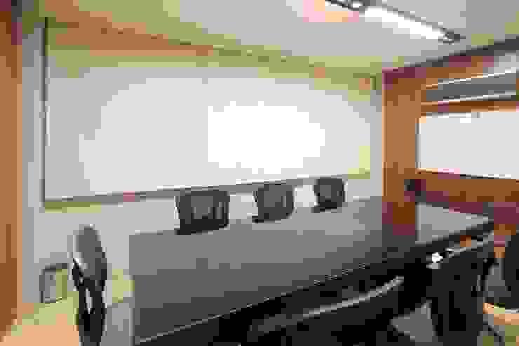 Escritório de Advocacia | Campo Grande MS Lojas & Imóveis comerciais ecléticos por Camila Tannous Arquitetura & Interiores Eclético