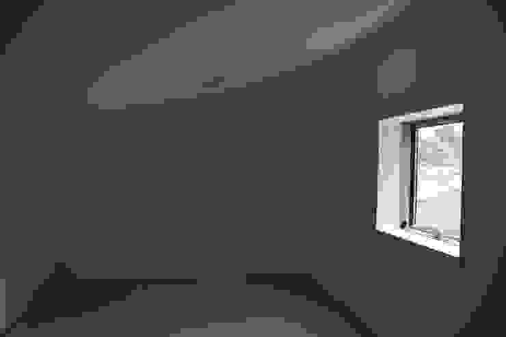 ロフト モダンデザインの 多目的室 の uedA一級建築士事務所 モダン
