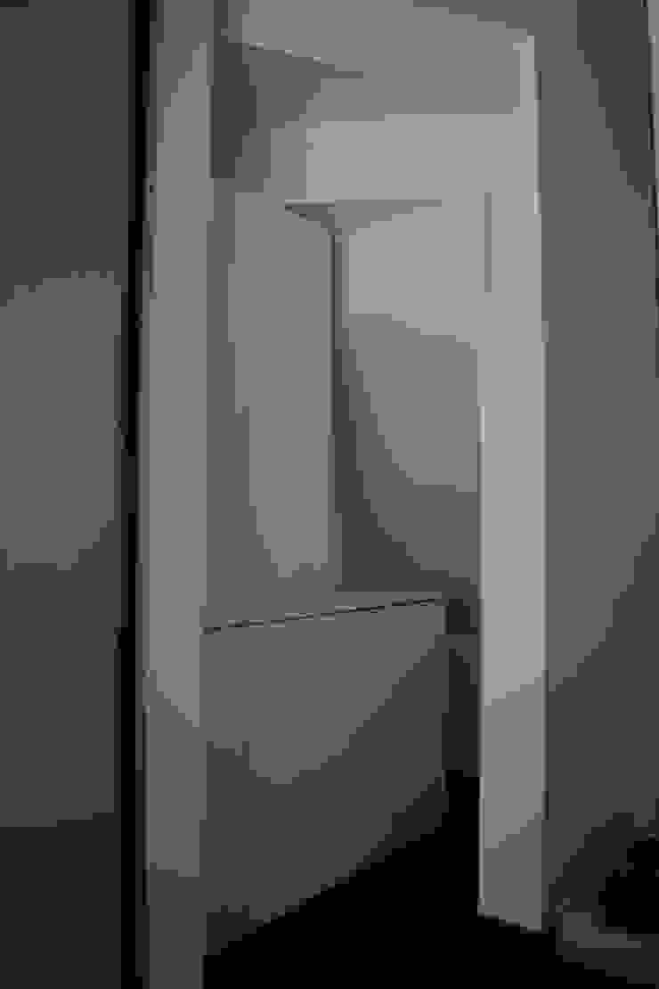 玄関階段下 モダンスタイルの 玄関&廊下&階段 の uedA一級建築士事務所 モダン