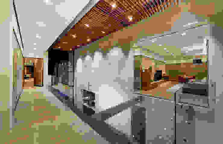 Casa Dalias Pasillos, vestíbulos y escaleras minimalistas de grupoarquitectura Minimalista