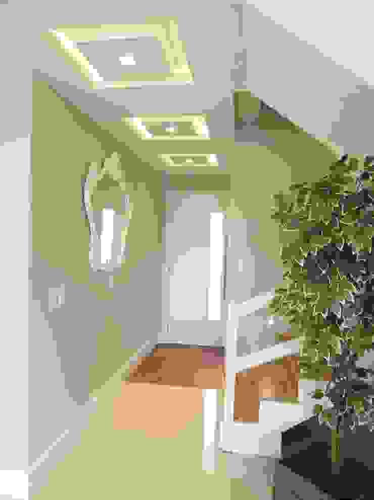 Modern Corridor, Hallway and Staircase by Paula Szabo Arquitetura Modern