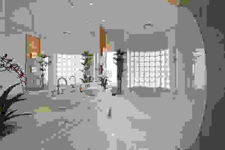 Casa Limeira Arquiteto Aquiles Nícolas Kílaris Banheiros modernos