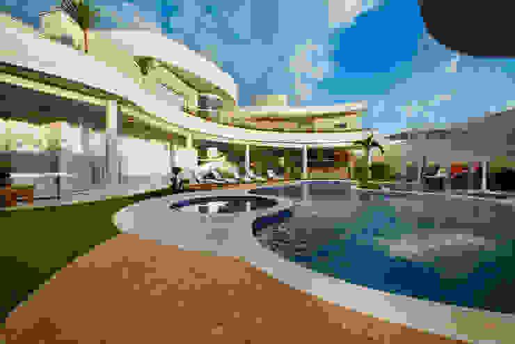 Casas modernas: Ideas, imágenes y decoración de Arquiteto Aquiles Nícolas Kílaris Moderno
