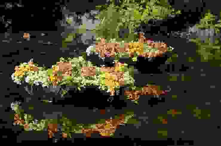 Ландшафтный дизайн - плавающие клумбы цветов:  в . Автор – Студия 'ART Story',