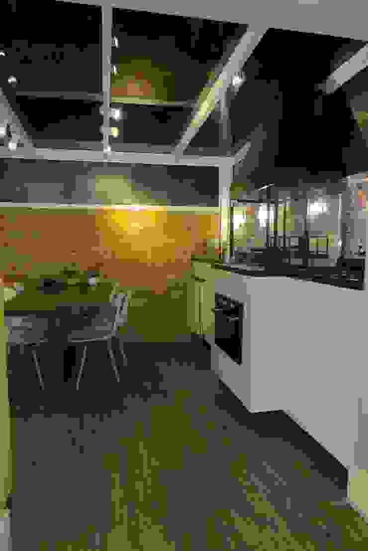 Minimalist dining room by Paula Szabo Arquitetura Minimalist