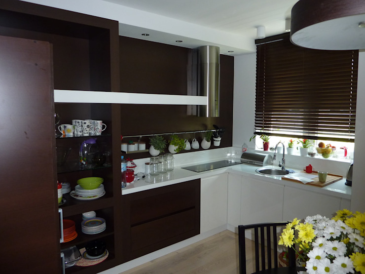 DREWMAR KitchenCabinets & shelves