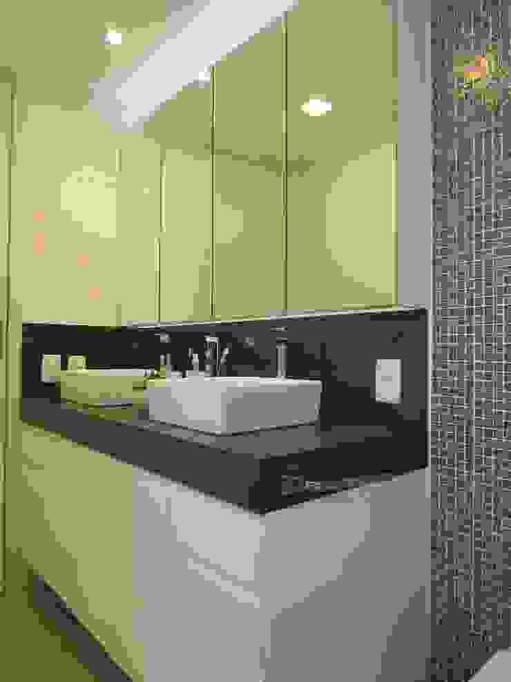 Minimalist style bathroom by Paula Szabo Arquitetura Minimalist