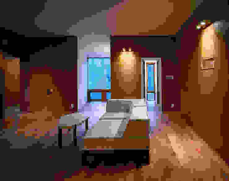 森吉直剛アトリエ/MORIYOSHI NAOTAKE ATELIER ARCHITECTS Modern living room