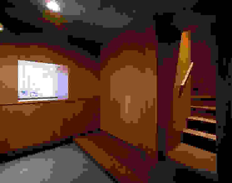 森吉直剛アトリエ/MORIYOSHI NAOTAKE ATELIER ARCHITECTS Modern corridor, hallway & stairs