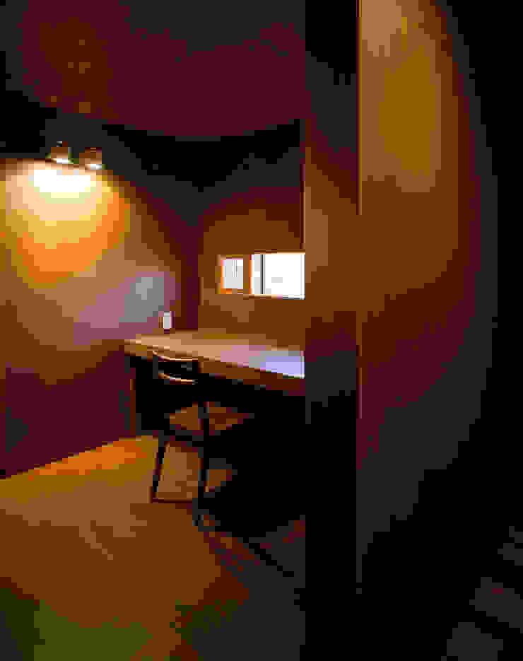 森吉直剛アトリエ/MORIYOSHI NAOTAKE ATELIER ARCHITECTS Modern study/office