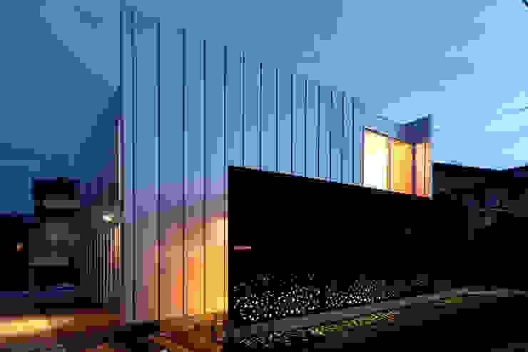 Casas modernas por 土居建築工房 Moderno