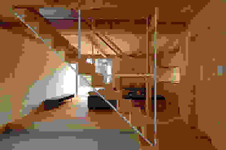 ウイングハウスのエントランス モダンスタイルの 玄関&廊下&階段 の 土居建築工房 モダン