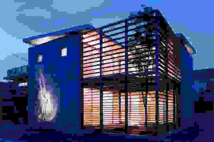 コートハウス2の夜景 モダンな 家 の 土居建築工房 モダン