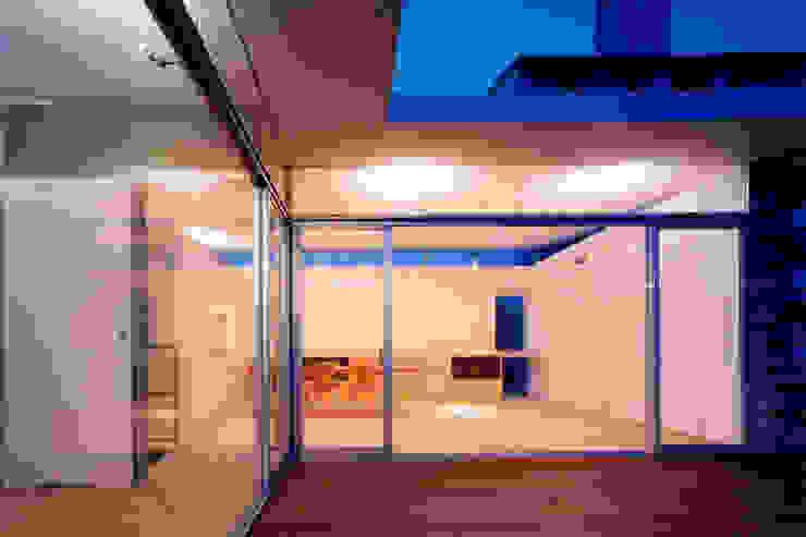コートハウス2のテラス モダンデザインの テラス の 土居建築工房 モダン