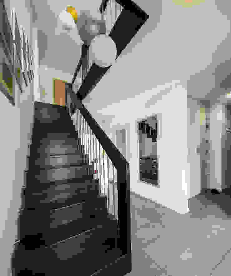 Bertram Bölkow Fotodesign Modern Corridor, Hallway and Staircase