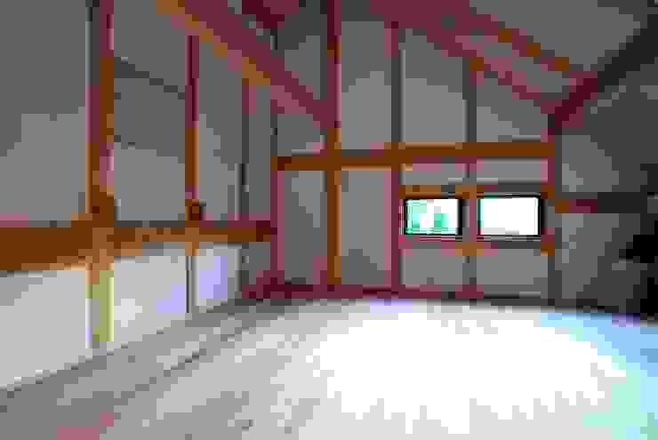 開放的な2階 和風デザインの 多目的室 の SSD建築士事務所株式会社 和風