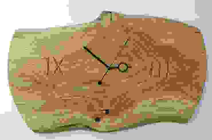 Zegar z dębu szczotkowanego i olejowanego od Meble Autorskie Jurkowski Śródziemnomorski