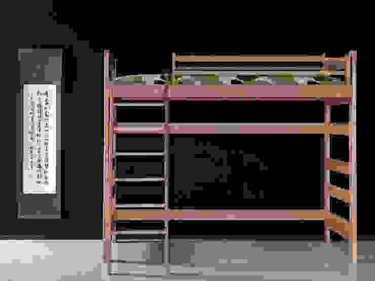 Litera juvenil en madera de haya maciza, con hueco interior y cabezales altos, escalera inclinada y de 170cm de altura de Haiku-Futon Minimalista