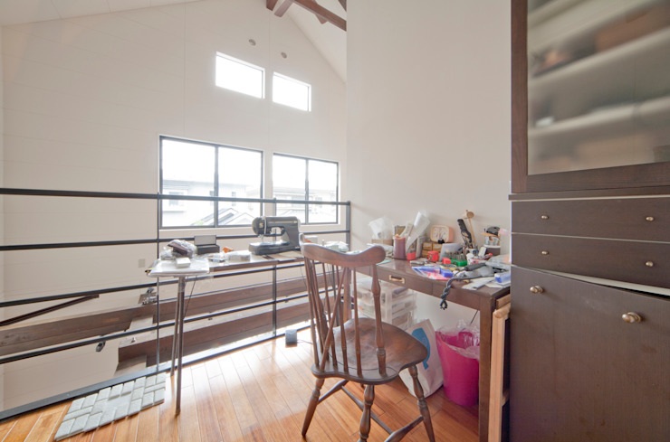 建築家の元自邸をリノベーションでさらに快適な空間に! モダンデザインの 書斎 の 株式会社リボーンキューブ モダン