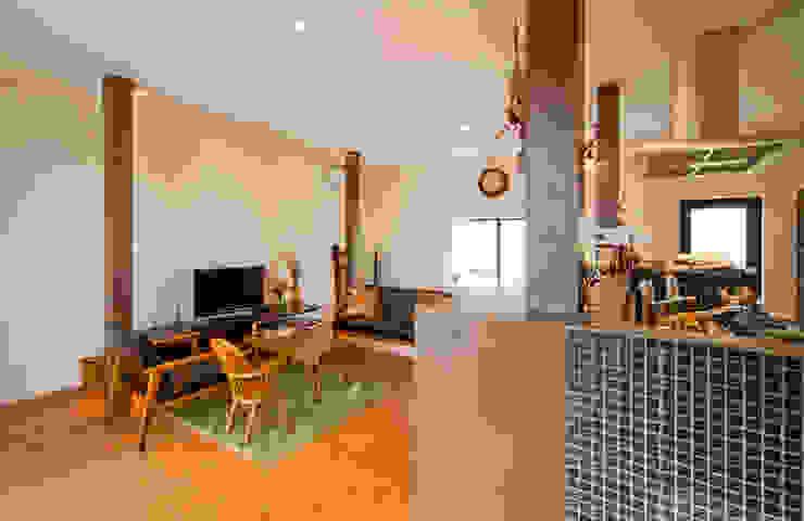 建築家の元自邸をリノベーションでさらに快適な空間に! 株式会社リボーンキューブ モダンデザインの リビング