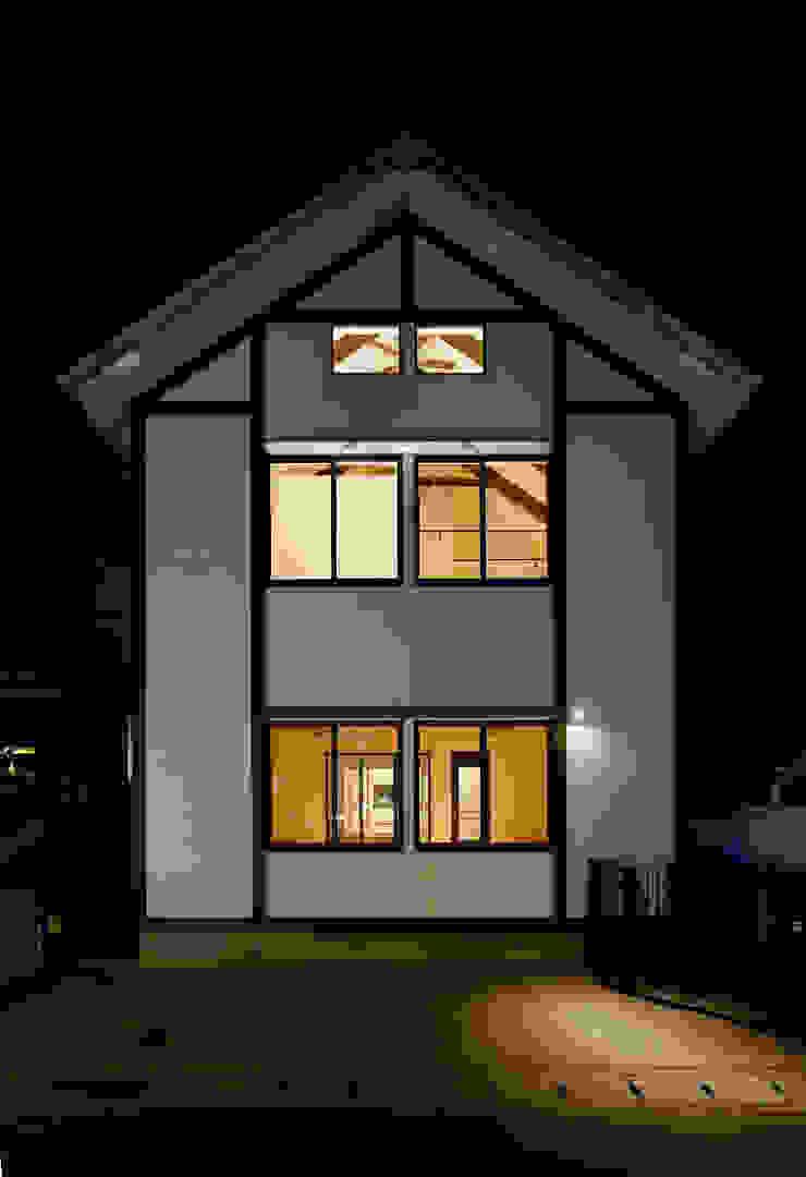 建築家の元自邸をリノベーションでさらに快適な空間に! 株式会社リボーンキューブ モダンな 家