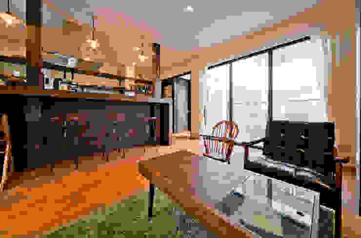 建築家の元自邸をリノベーションでさらに快適な空間に! モダンデザインの リビング の 株式会社リボーンキューブ モダン