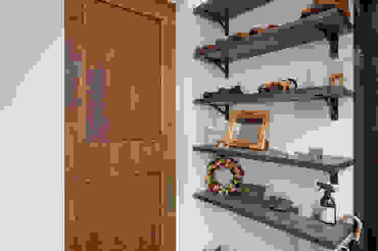 建築家の元自邸をリノベーションでさらに快適な空間に! 株式会社リボーンキューブ モダンスタイルの 玄関&廊下&階段