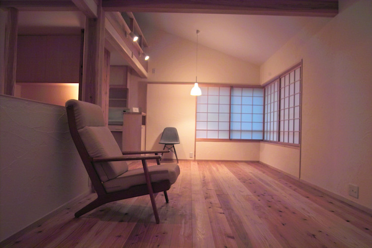 リビング2 オリジナルデザインの リビング の 「有」ひなたの場所 建築設計事務所 オリジナル