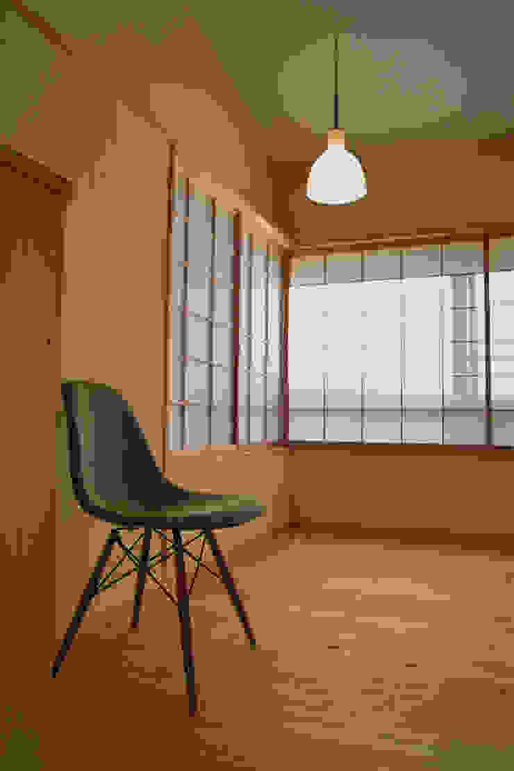 リビング4 オリジナルデザインの リビング の 「有」ひなたの場所 建築設計事務所 オリジナル