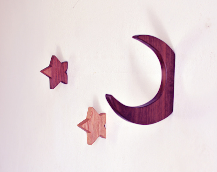 Moon hook in Walnut di agustav Minimalista