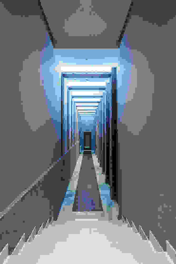 Diadema Club House Коридор, прихожая и лестница в классическом стиле от Belimov-Gushchin Andrey Классический