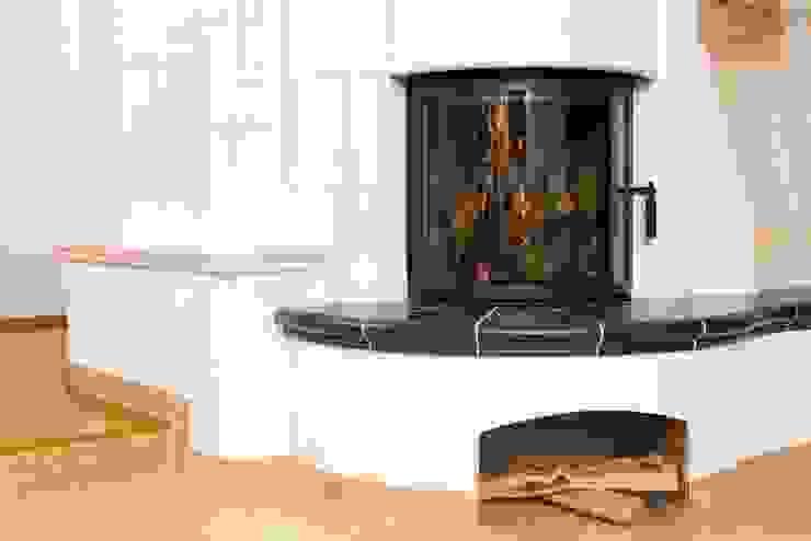 Warmluft- Kachelofen Moderne Wohnzimmer von Kaminbau Schulz Modern