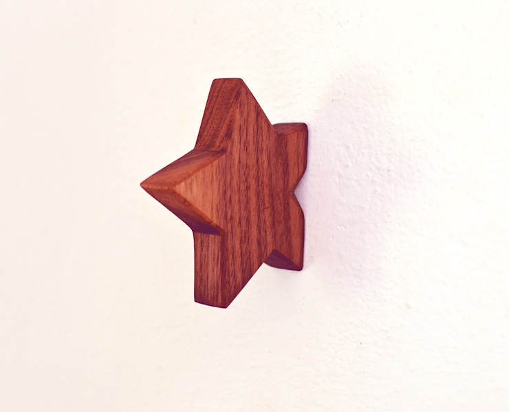 Star hook in Walnut: minimalist  by agustav, Minimalist