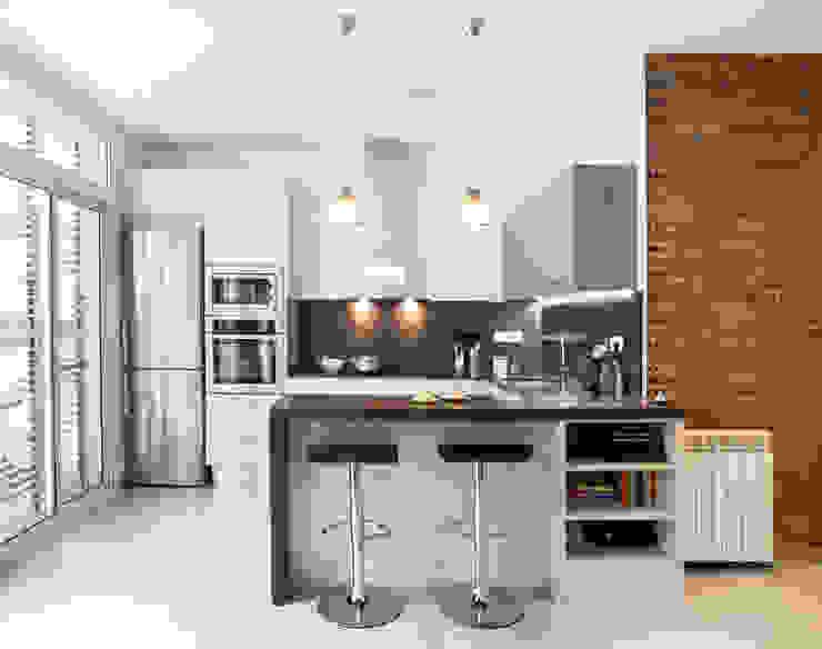 Kitchen by GPA Gestión de Proyectos Arquitectónicos  ]gpa[®, Mediterranean