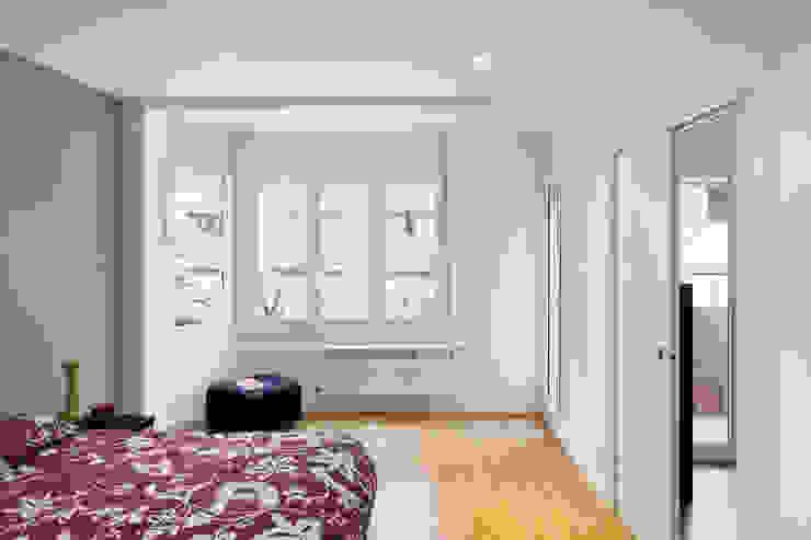 Camera da letto in stile mediterraneo di GPA Gestión de Proyectos Arquitectónicos ]gpa[® Mediterraneo