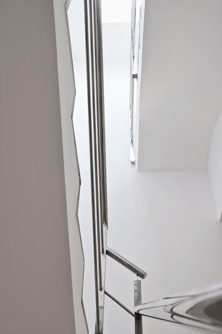 Escalera con luz natural Pasillos, vestíbulos y escaleras de estilo mediterráneo de GPA Gestión de Proyectos Arquitectónicos ]gpa[® Mediterráneo