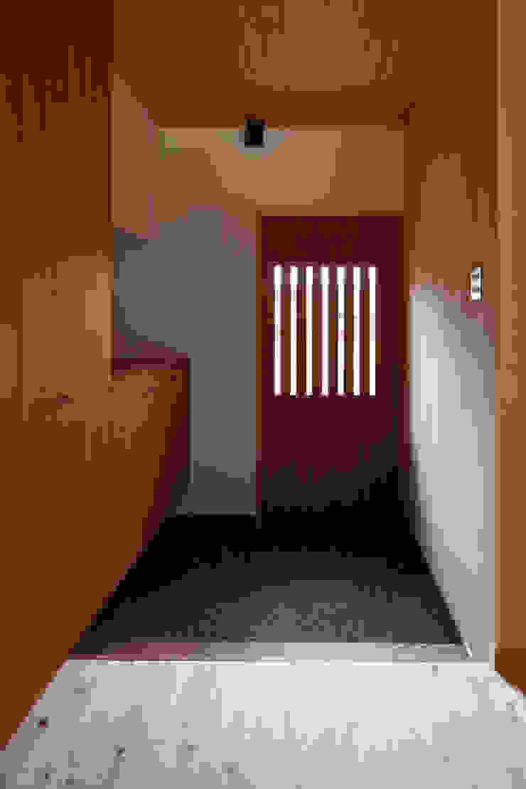 玄関 クラシカルスタイルの 玄関&廊下&階段 の アトリエ・ブリコラージュ一級建築士事務所 クラシック