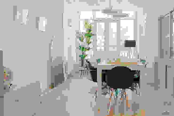 PROYECTO DE INTERIORISMO EN LA HAYA, HOLANDA Salones de estilo escandinavo de A54Insitu Escandinavo