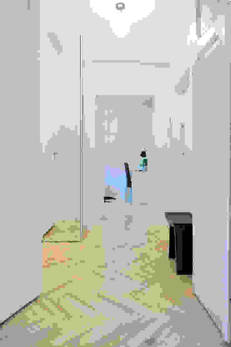 Koridor & Tangga Modern Oleh dziurdziaprojekt Modern