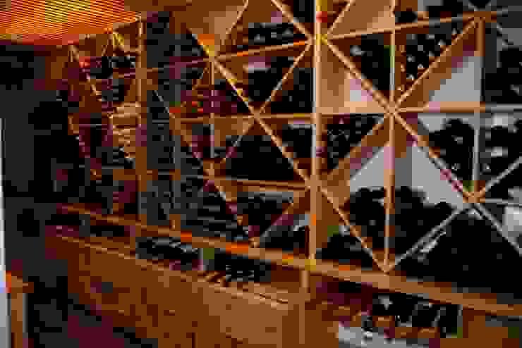 Estanterías para cava de vinos de Adrados taller de ebanistería Moderno