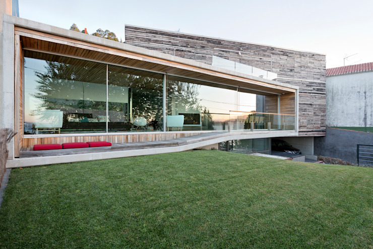 dezanove house designed by iñaki leite - front elevation Inaki Leite Design Ltd. Maisons modernes
