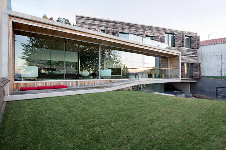 dezanove house designed by iñaki leite - opened front elevation: Casas de estilo  de Your Architect London, Moderno