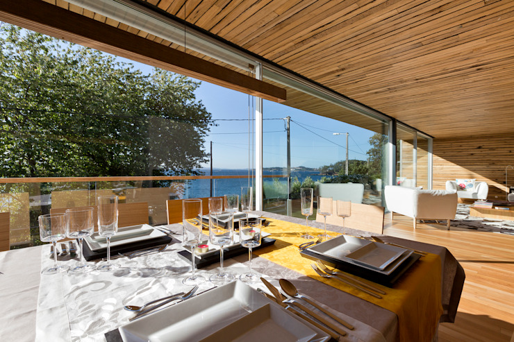 dezanove house designed by iñaki leite - dining at dezanove de Inaki Leite Design Ltd. Moderno