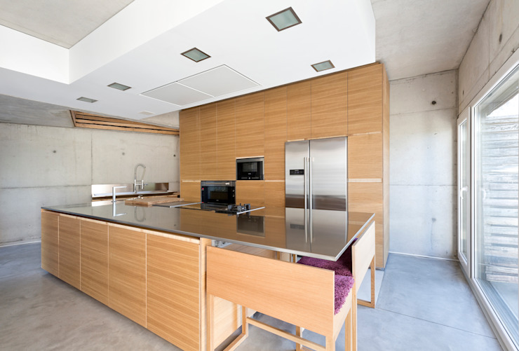 dezanove house designed by iñaki leite - kitchen units Dapur Modern Oleh Inaki Leite Design Ltd. Modern