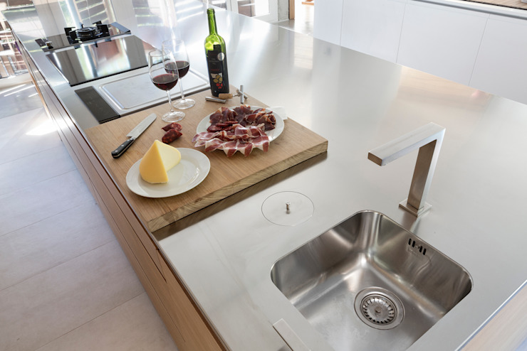 dezanove house designed by iñaki leite - small sink Inaki Leite Design Ltd. CuisineEviers & Robinets